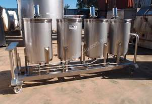 Stainless Steel Mixing Tank (Vertical), Capacity: 250Lt