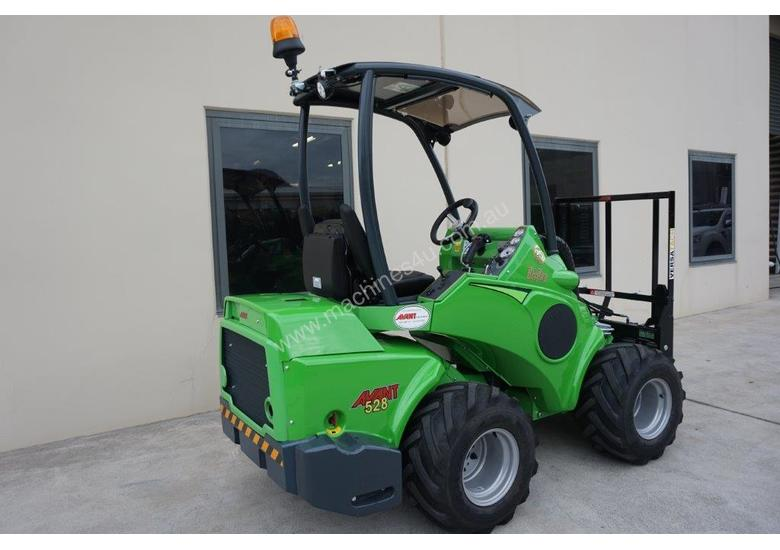 Avant 528 Articulated Loader for Beekeepers