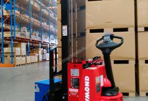 RAYMOND Economy 2011 Walkie Reach Pedestrian Stacker.