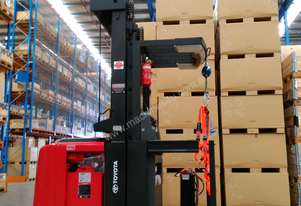 RAYMOND 520 OPC30TT ORDER PICKER NEW BATTERY 6096MM BUSINESS CLASS