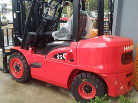 HC Near New 3.5 Ton Diesel Forklift 3 Stage Mast Container Entry Mast - picture0' - Click to enlarge