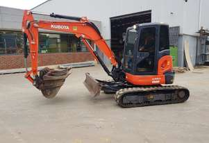 USED 2015 KUBOTA U55-4 EXCAVATOR WITH FULL A/C CAB, HITCH AND BUCKETS. 3525 HRS