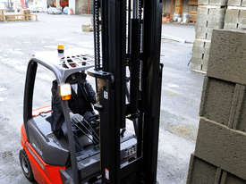 IN STOCK - NEW MANITOU 2.5T DIESEL FORKLIFT - picture13' - Click to enlarge