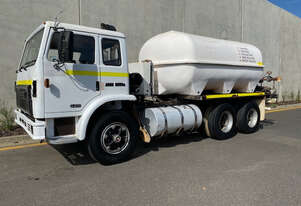 International Acco 2250E Water truck Truck