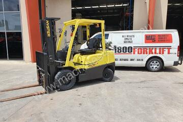 Hyster2.5TXEL Counterbalance Forklift w/ Container Mast, Side Shift & Fork Positioner
