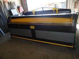 2470mm x 3mm 240v Australian hydraulic guillotine - picture7' - Click to enlarge