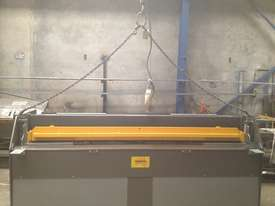 2470mm x 3mm 240v Australian hydraulic guillotine - picture11' - Click to enlarge