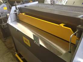 2470mm x 3mm 240v Australian hydraulic guillotine - picture12' - Click to enlarge