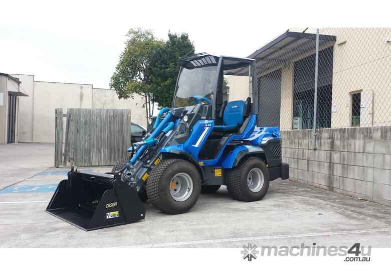MULTIONE 8.4S TWO SPEED MINI LOADER