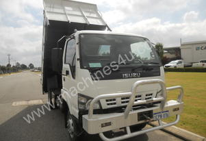 Tiptruck isuzu 2008 yr. 130k km, good condition