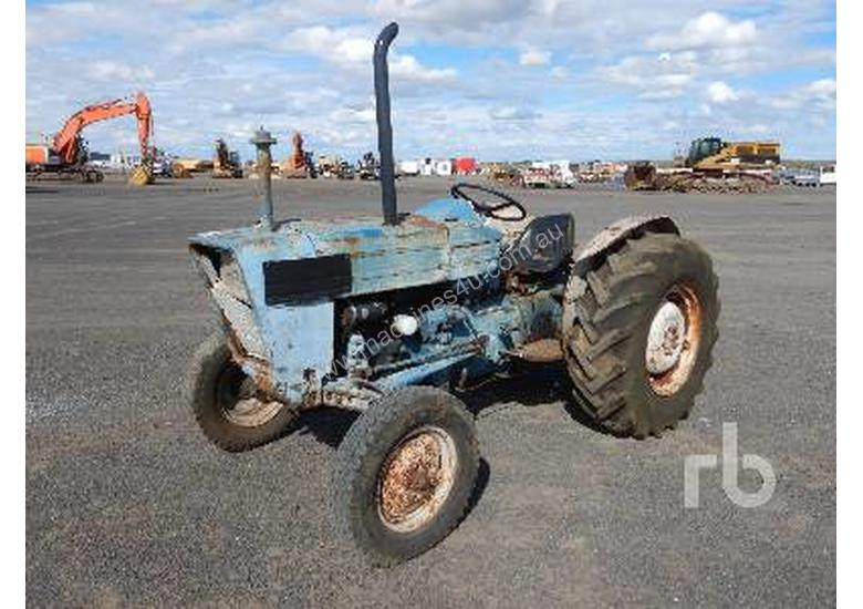 FORD 3000 2WD Tractor