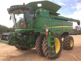 John Deere S680 Header(Combine) Harvester/Header - picture0' - Click to enlarge