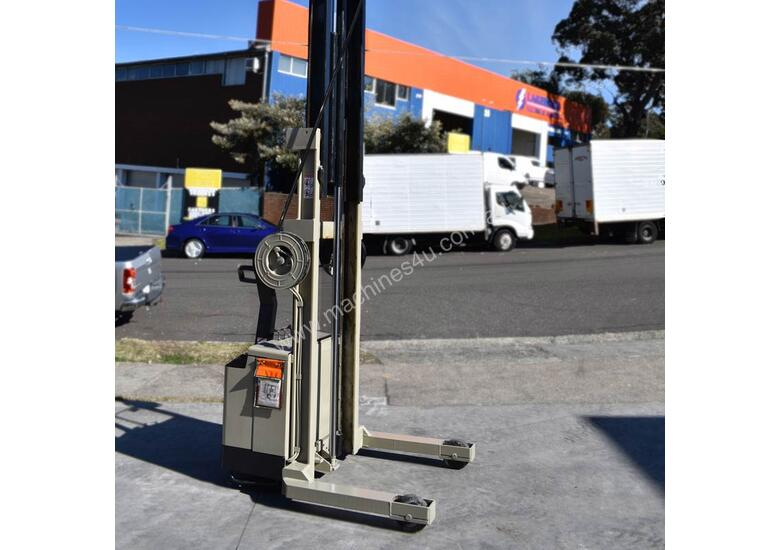 Crown 1.25T Walkie Reach Forklift with Lifting Lugs FOR SALE