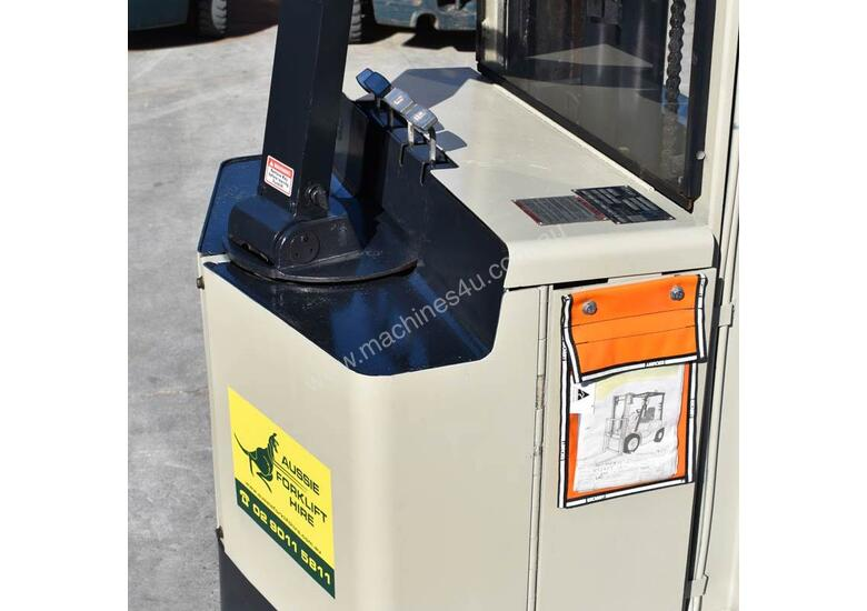 Crown 1.25T Walkie Reach Stacker Forklift with Lifting Lugs FOR SALE