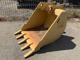 CAT 428B BACKHOE BUCKET - picture0' - Click to enlarge