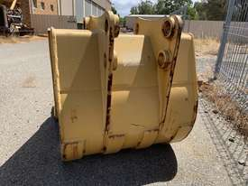 CAT 428B BACKHOE BUCKET - picture1' - Click to enlarge