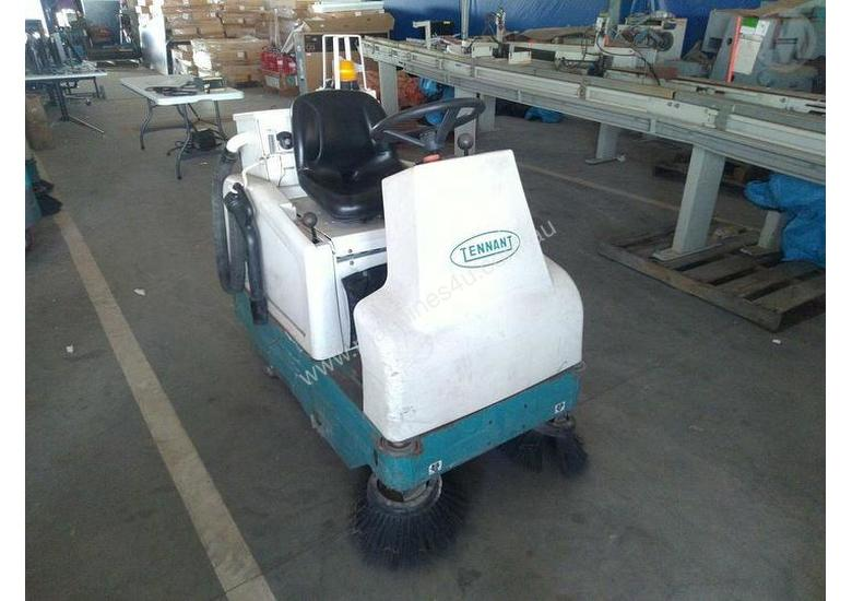 Used tennant 6100 Ride On Sweeper in PERTH+INTERNATIONAL+