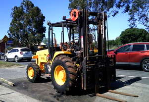 jcb-940 4ton 3 stage , side shift , tyne adjust , 3500 hrs