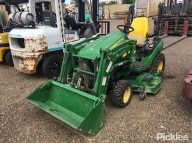 2017 John Deere 1025R - picture2' - Click to enlarge