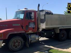 1993 Mack Fleetliner Tipper, only 148k km�s. E.M.U.S. TS550 - picture1' - Click to enlarge