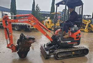 2018 KUBOTA U17 EXCAVATOR WITH LOW 116 HRS, HYDRAULIC HITCH AND BUCKETS