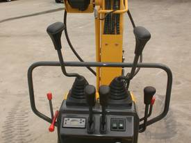 New Yuchai YC08-8 1 ton Mini Excavator - picture10' - Click to enlarge