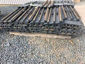 Grouser plates 30 tonne excavator for sale - picture1' - Click to enlarge