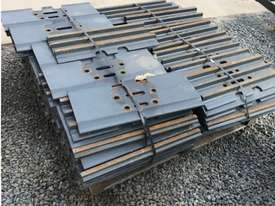 Grouser plates 30 tonne excavator for sale - picture2' - Click to enlarge