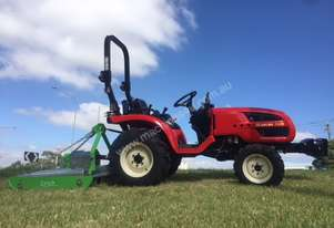 Branson Tractor 4WD 28HP 2900 with galvinised slasher