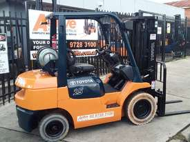 Toyota Forklift 7FG25 Container Mast 4.3m Lift 2.5ton Great Value - picture0' - Click to enlarge
