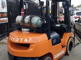 Toyota Forklift 7FG25 Container Mast 4.3m Lift 2.5ton Great Value - picture1' - Click to enlarge