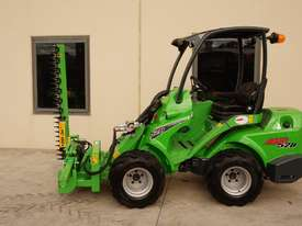 Avant 528 Articulated Loader W/ Slanetrac SA800 Hedge trimmer - picture5' - Click to enlarge