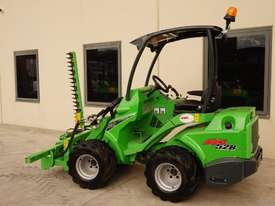 Avant 528 Articulated Loader W/ Slanetrac SA800 Hedge trimmer - picture6' - Click to enlarge