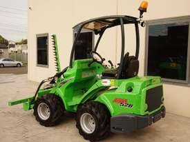 Avant 528 Articulated Loader W/ Slanetrac SA800 Hedge trimmer - picture7' - Click to enlarge