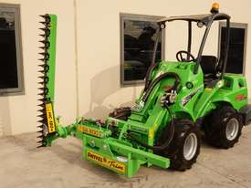 Avant 528 Articulated Loader W/ Slanetrac SA800 Hedge trimmer - picture9' - Click to enlarge