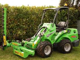 Avant 528 Articulated Loader W/ Slanetrac SA800 Hedge trimmer - picture12' - Click to enlarge