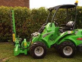 Avant 528 Articulated Loader W/ Slanetrac SA800 Hedge trimmer - picture13' - Click to enlarge