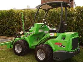 Avant 528 Articulated Loader W/ Slanetrac SA800 Hedge trimmer - picture15' - Click to enlarge