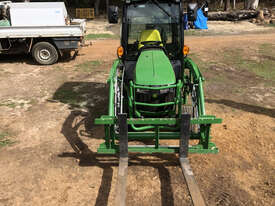 John Deere 1025R FWA/4WD Tractor - picture2' - Click to enlarge