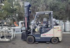Crown 2.5 ton forklift for sale 2007 model 4.5m mast pallet grab attachment solid tyres