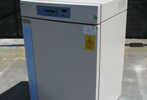Laboratory Lab Water-Jacketed CO2 Incubator Oven - Thermo Forma Series II 3111