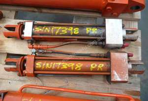 PAIR OF HYDRAULIC RAMS/ 250mm  STROKE