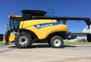 2012 New Holland CR8090 Combine Harvesters