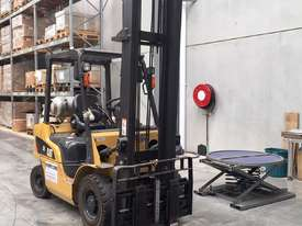 Caterpillar 25 2.5t Forklift - picture3' - Click to enlarge