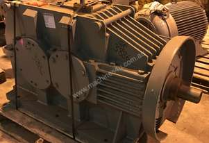 200 kw Reduction Gearbox 10.52 : 1 Ratio