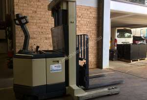 Crown WR 3000 Walkie reach truck 3.8m side shift late model great battery low collapse height 1.9m