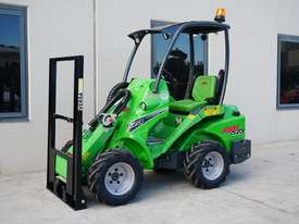 Avant 523 Wheel Loader W/ Flip Up Forks - picture2' - Click to enlarge