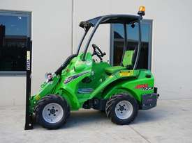 Avant 523 Wheel Loader W/ Flip Up Forks - picture3' - Click to enlarge
