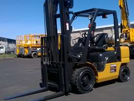 Nissan 3T Used LPG Forklift UGL02A30U - picture0' - Click to enlarge