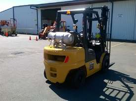 Nissan 3T Used LPG Forklift UGL02A30U - picture3' - Click to enlarge
